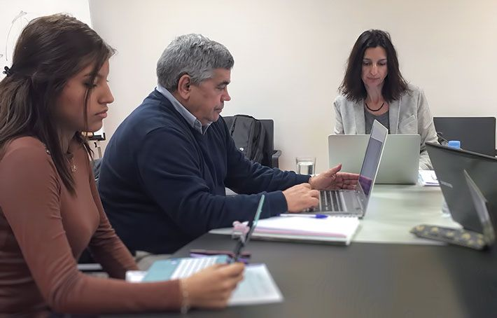 Universitarios hablan de la profesión de psicólogo en el practicum en Área Humana