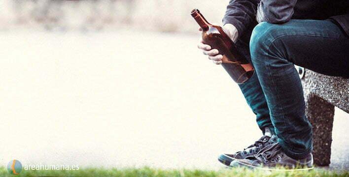 12 signos que revelan un consumo abusivo de alcohol en adolescentes y 12 factores de riesgo